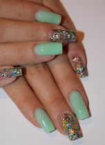 Pale-Green-Nails