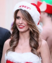 curly-hair-style-with-santa-hat-christmas-party