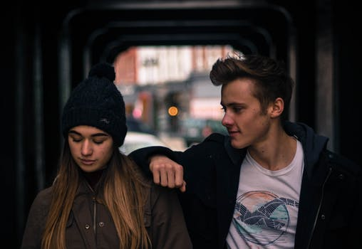 Are you dating a jerk? 5 signs that differentiates bad boys and jerks.