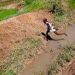Haiti girl jumps canal infested with cholera