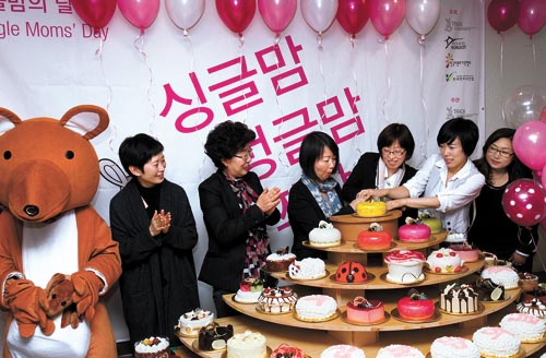 (KOREA:) A day redefined to honor single moms