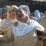 Kashmiri women crying
