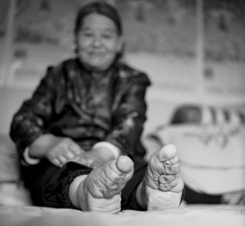 Moving pictures show the last living Chinese women subjected to foot-binding