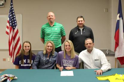 signing-day-with-umhb