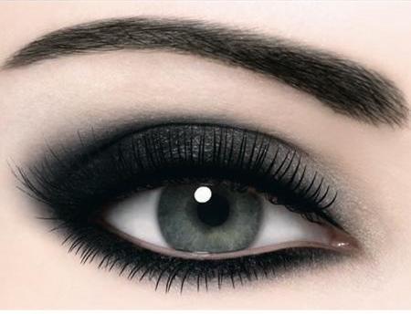 Enchanting Black Smokey Eyes