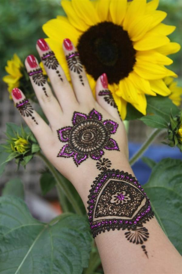 Trend of Mehndi Designs with Outline 13