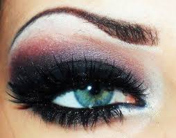 Glamorous Smokey Look for Blue Eyes 00