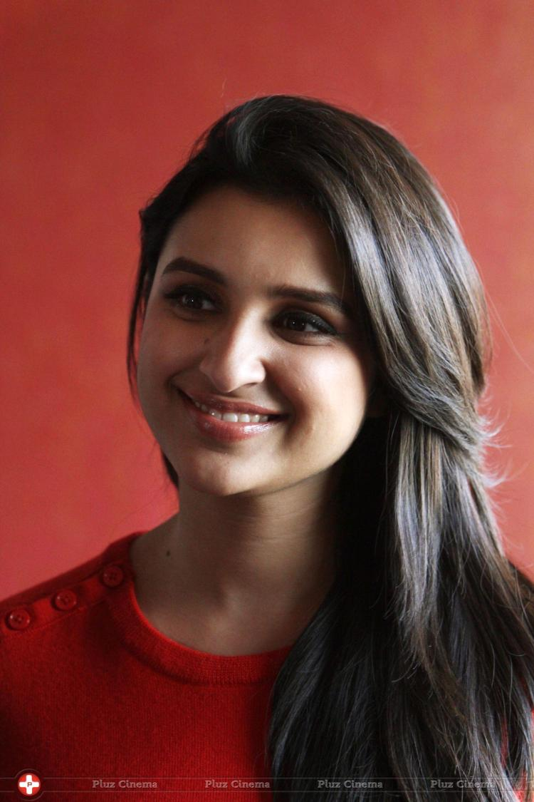 Parineeti Chopra Hot Wallpapers -450