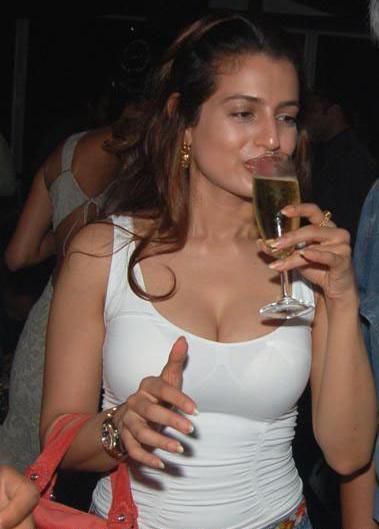 amisha patel drunk, drunk celebrities on tv