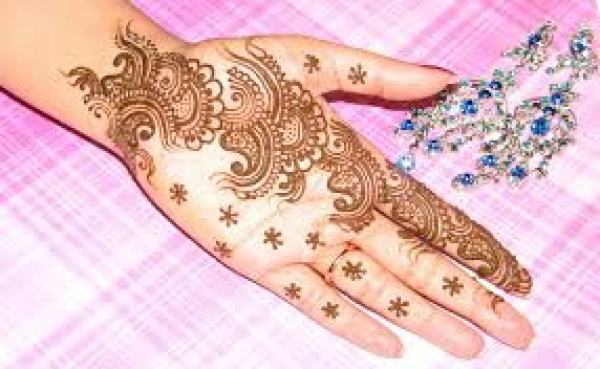 Peculiar Nature of Arabic Henna Designs-14