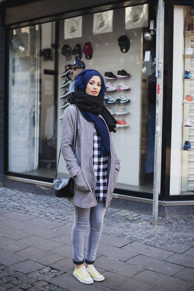 Modern Girl blue hijab and skiny jeans
