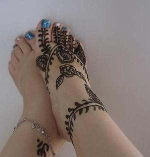Mehndi on Feet- Getting your feet designed