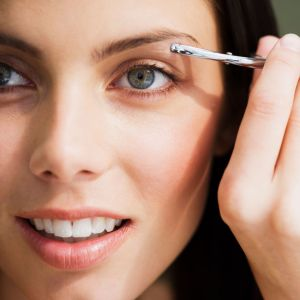Shaping the Eyebrows – Fashion as well as Necessity