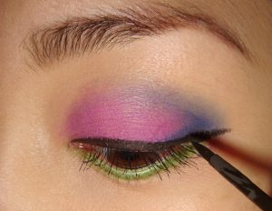 Define your Eyes with Liquid Liner 011