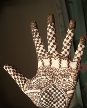 Some beautiful Mehndi Designs For Eid