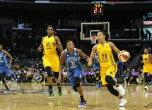 Kristi Toliver on the fast break with Renee Montgomery in pursuit. Photo by Jevone Moore/Full Image 360.