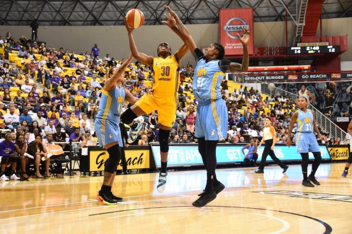 Nneka Ogwumike takes a tough shot. Photo by Andrew Bernstein/NBAE/Getty Images.
