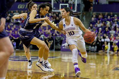 Kelsey Plum pushes the pace against Montana State. Photo courtesy of Washington Athletics.