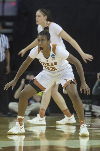 Ariel Atkins calls out on defense. Photo by Patrick Meredith/Texas Athletics.