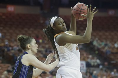Joyner Holmes prepares to turn and execute. Photo by Patrick Meredith/Texas Athletics.