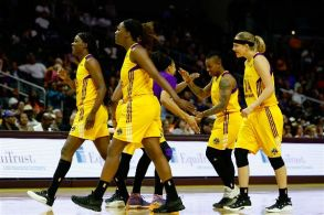 Candace Parker welcomes Sparks reserves back to the bench for a timeout. Photo by Maria Noble/WomensHoopsWorld.
