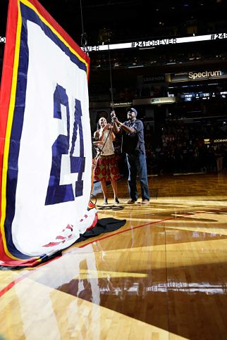 Tamika Catchings and father Harvey Catchings raise the No. 24 banner into the rafters at Bankerslife Fieldhouse. Photo by NBAE via Getty Images.
