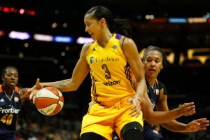 Candace Parker retains ball control. Photo by Maria Noble/WomensHoopsWorld.