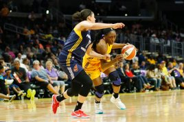 Nneka Ogwumike initiates the drive to the basket. Photo by Maria Noble/WomensHoopsWorld.