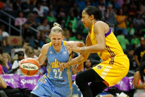 Courtney Vandersloot tries to drive past Candace Parker. Photo by Maria Noble/WomensHoopsWorld.