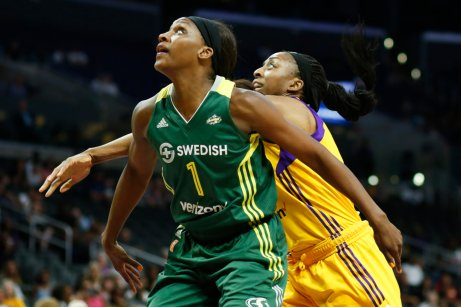 Crystal Langhorne and Nneka Ogwumike box out for a rebound. Photo by Maria Noble/WomensHoopsWorld.