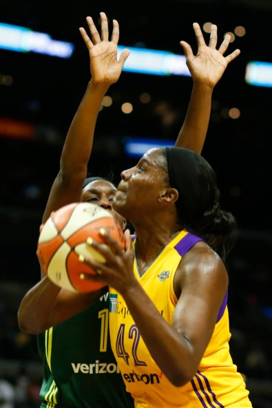 Jantel Lavender prepares to power the ball up. Photo by Maria Noble/WomensHoopsWorld.