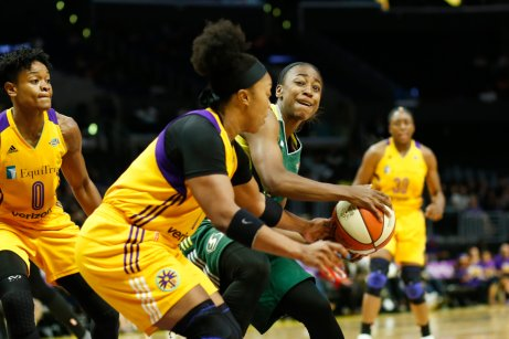 Odyssey Sims defends Jewell Loyd. Photo by Maria Noble/WomensHoopsWorld.