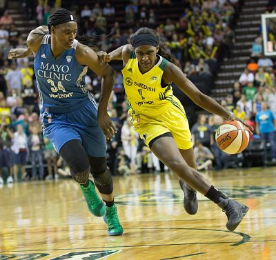 Crystal Langhorne drives past Sylvia Fowles. Photo by Neil Enns/Storm Photos.