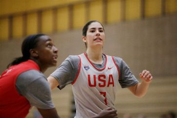 Kelsey Plum and Jewell Loyd. Photo by Maria Noble/WomensHoopsWorld.