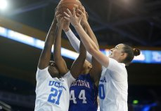 Players battle for a rebound. Photo by Maria Noble/WomensHoopsWorld.