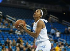 Monique Billings gets ready to score. Photo by Maria Noble/WomensHoopsWorld.