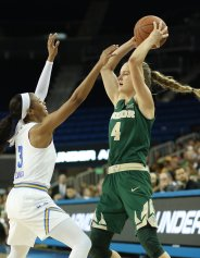 Jordin Canada defends Kristy Wallace. Photo by Maria Noble/WomensHoopsWorld.