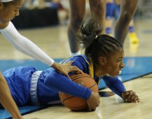 Jordin Canada and Danae Miller fight for ball control. Photo by Maria Noble/WomensHoopsWorld.