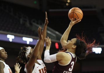 Chennedy Carter shoots and scores. Photo by Maria Noble/WomensHoopsWorld.