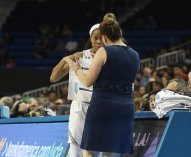 Coach Cori Close has a word with Jordin Canada. Photo by Maria Noble/WomensHoopsWorld.