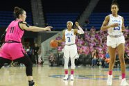 Jordin Canada calls out the play. Photo by Maria Noble/WomensHoopsWorld.