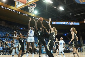 Mya Hollingshed tries to score. Photo by Maria Noble/WomensHoopsWorld.