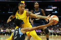 Brittney Sykes tries to get the ball past Riquna Williams to Elizabeth Williams. Maria Noble/WomensHoopsWorld.