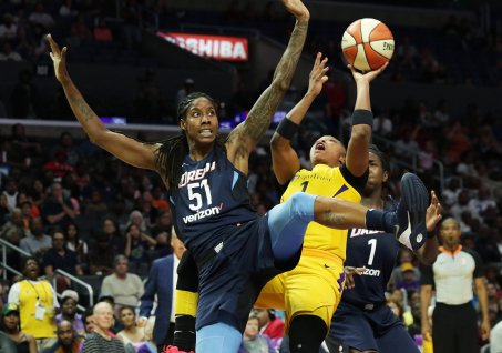 Athletes become tangled during play. Maria Noble/WomensHoopsWorld.