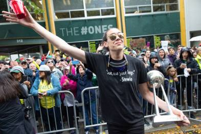 Breanna Stewart greets the crowd. Neil Enns/Storm Photos.