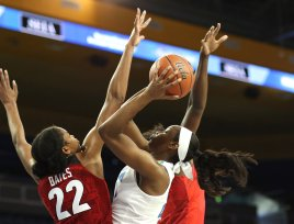 Kennedy Burke takes and makes the tough shot. Maria Noble/WomensHoopsWorld.