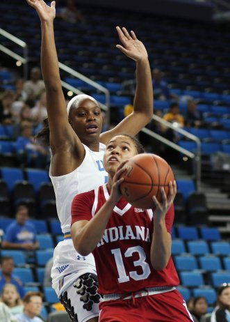 Jaelynn Penn drives past the defense to the hoop. Photo by Maria Noble/WomensHoopsWorld.