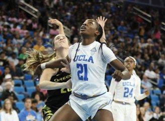 Michaela Onyenwere boxes out Sabrina Ionescu for the rebound. Maria Noble/WomensHoopsWorld.