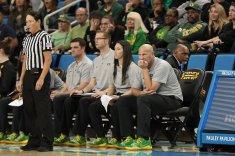 Oregon coaches watch a foul shot. Maria Noble/WomensHoopsWorld.