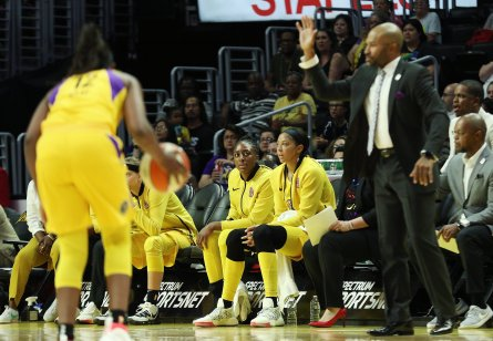 Nneka Ogwumike and Candace Parker watch the play unfold on court. Maria Noble/WomensHoopsWorld.